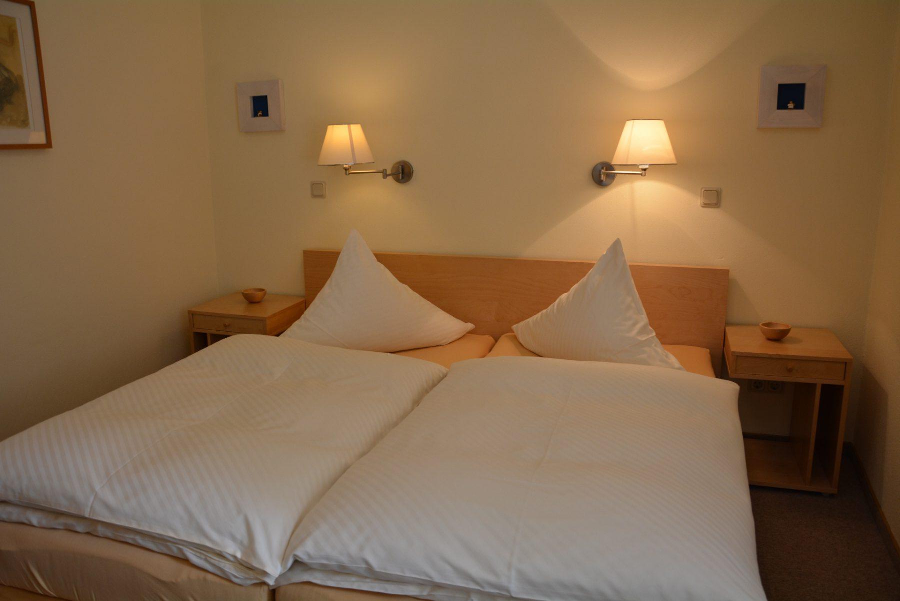 Ferienwohnung im Velegerhaus Seiffen Kategorie N5c Detail Schlafzimmer