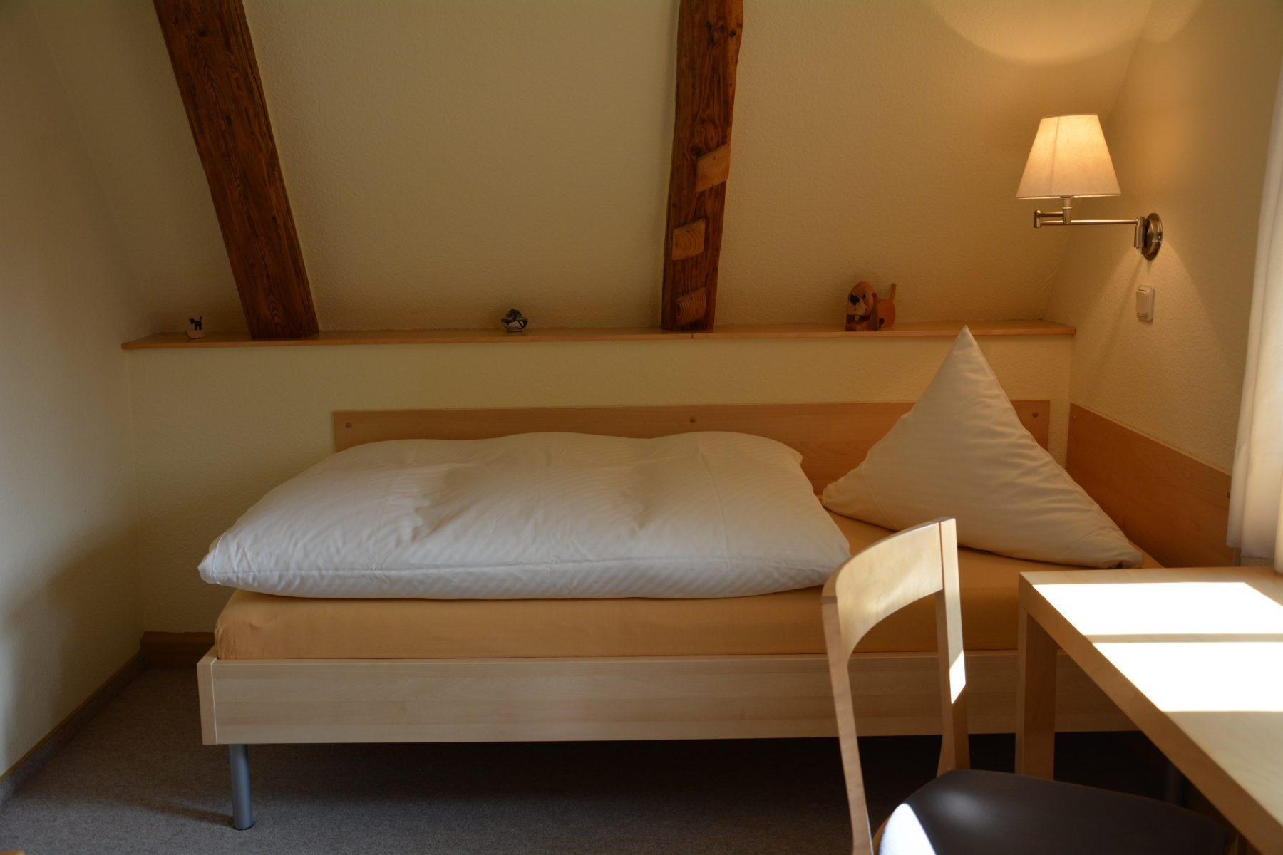 Ferienwohnung im Verlegerhaus Seiffen Kategorie N2b Detail Schlafzimmer