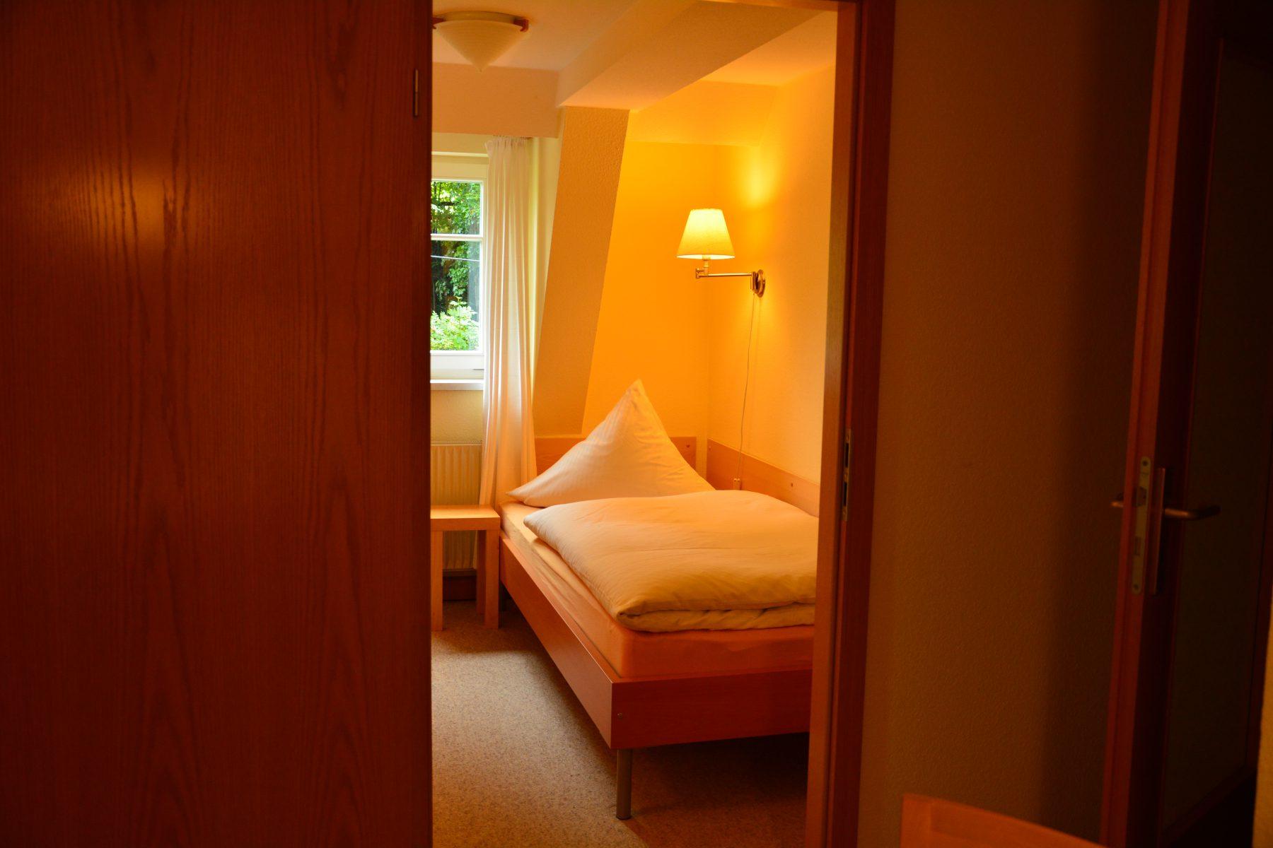 Ferienwohnung im Verlegerhaus Seiffen Kategorie N1b Detail Schlafzimmer