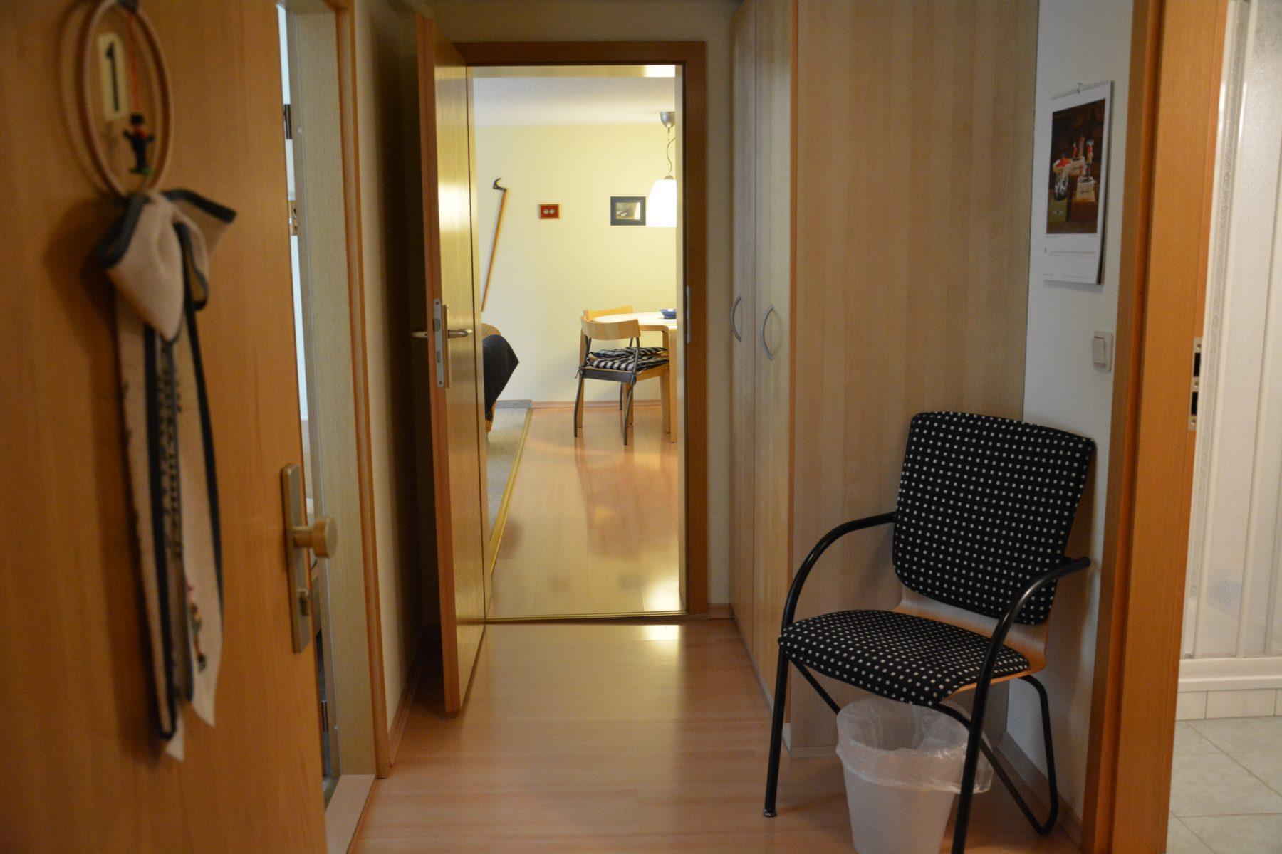 Ferienwohnung im Verlegerhaus Seiffen Kategorie N1a Detail Korridor Küche