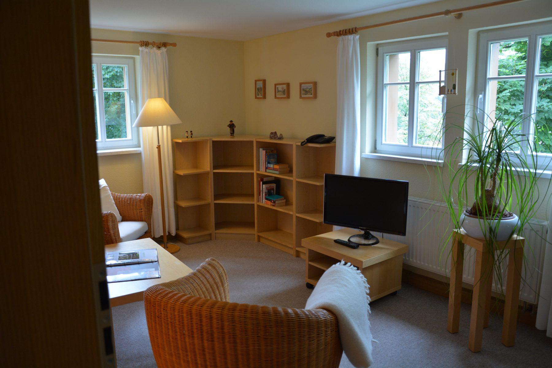 Ferienwohnung im Verlegerhaus Seiffen Kategorie N1c Detail Wohnzimmer