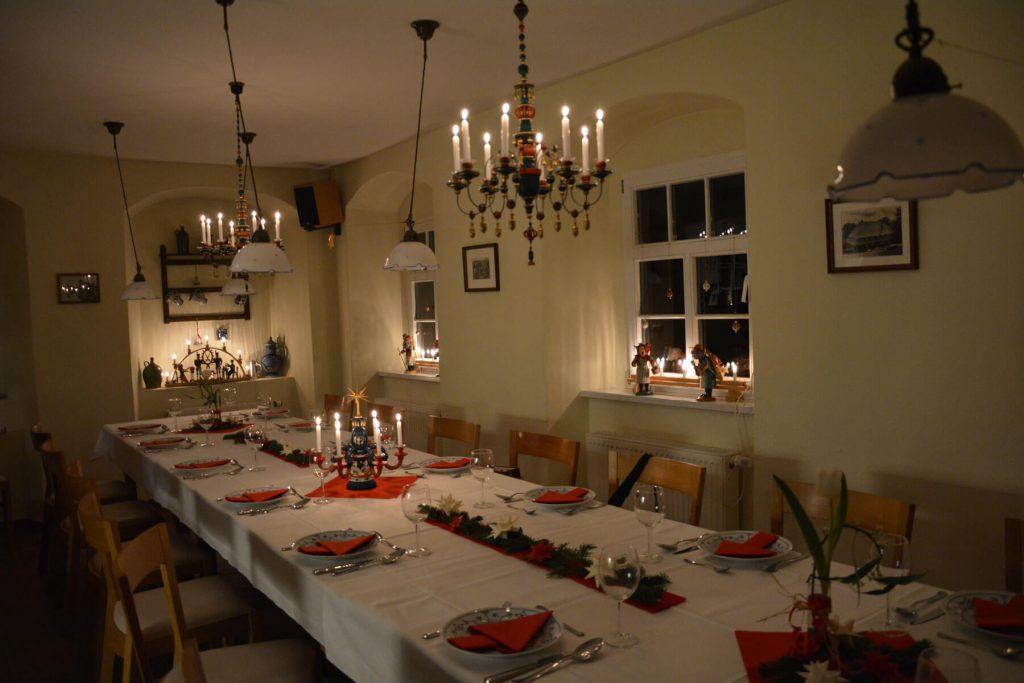 Ferienwohnungen im Verlegerhaus Weihnachtliche Bauernküche