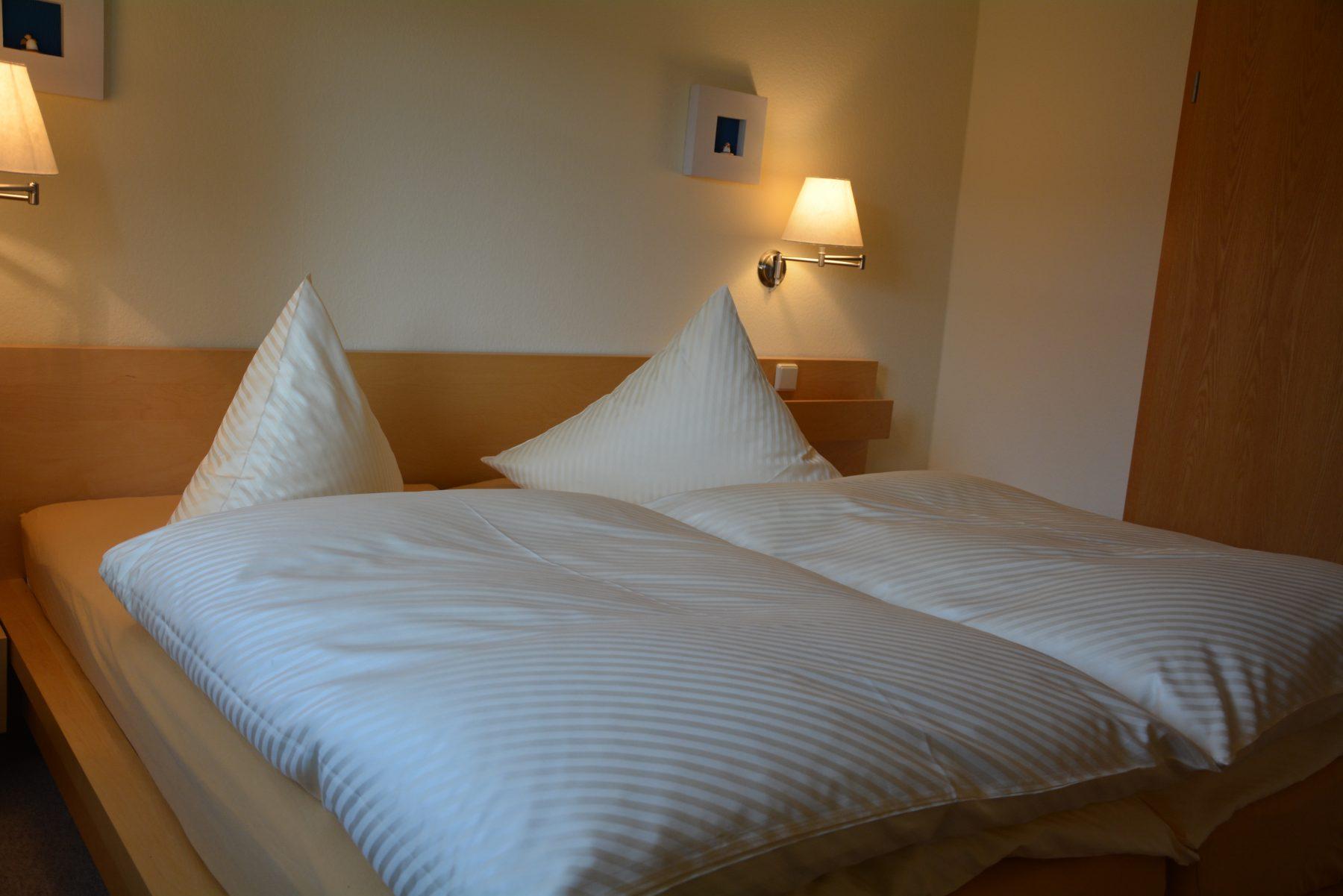 Ferienwohnung im Verlegerhaus Seiffen Kategorie N4 Detail Schlafzimmer
