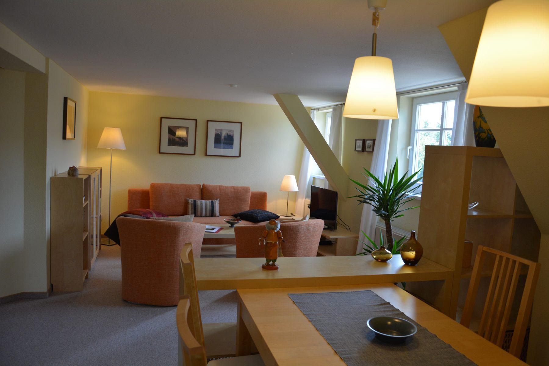 Ferienwohnung im Verlegerhaus Seiffen Kategorie N4 Eßplatz Wohnzimmer