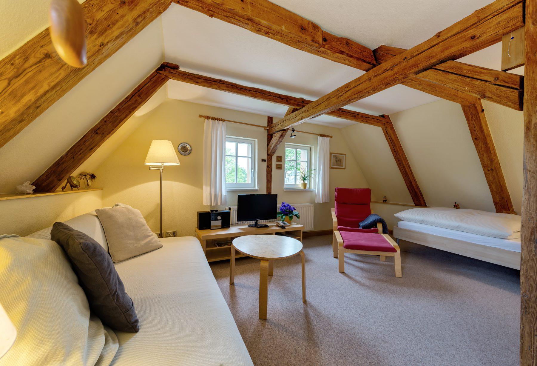 Ferienwohnung im Verlegerhaus Seiffen Kategorie N3b Detail Wohn-/Schlafbereich