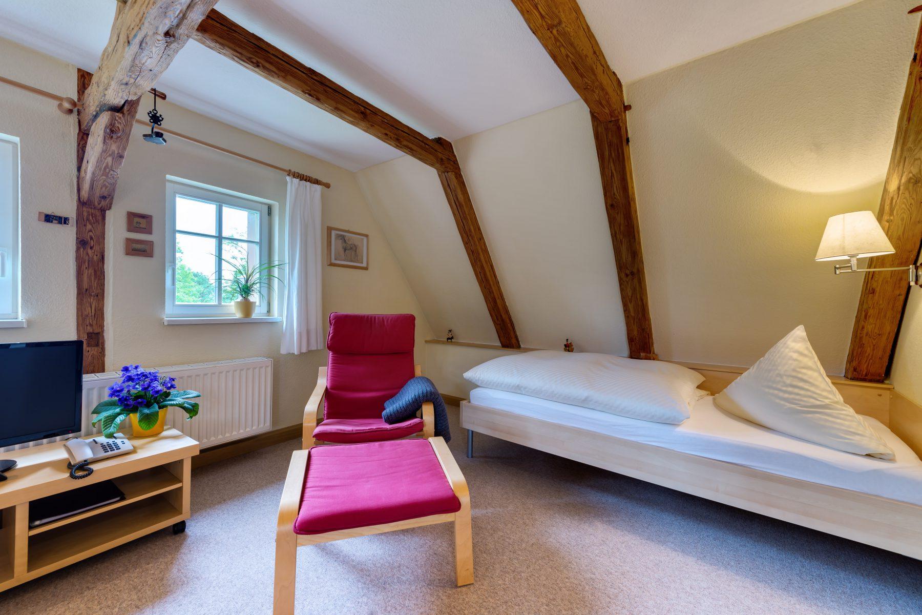 Ferienwohnung im Verlegerhaus Seiffen Kategorie N3b Detail Schlafbereich